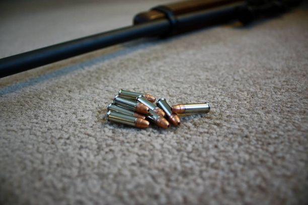 Rikosase on vanha neuvostoliittolainen TOZ-pienoiskivääri. 22-kaliiberin luoti ei ole kooltaan iso, mutta arkaan paikkaan osuessaan se on etenkin lähietäisyydeltä tappava. Kuvituskuva, joka ei liity tapaukseen.
