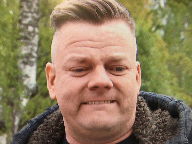 Jari Sillanpää aloitti heti itkun Vain elämää -jakson alkuminuuteilla.