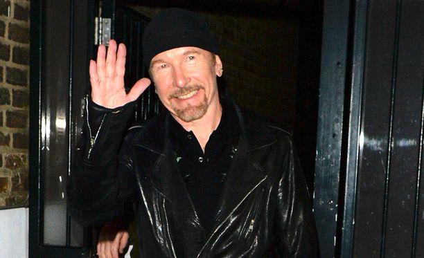 Musta pipo on U2-tähden tavaramerkki, josta hän ei suostunut luopumaan edes Nobel-juhlaillallisella.