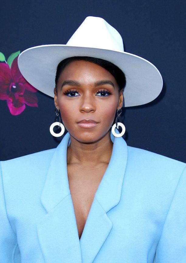 Laulaja Janelle Monae rakastaa sinistä sävyä sisärajauksessa. Kokeile myös käyttää sinistä vain alarajauksessa.