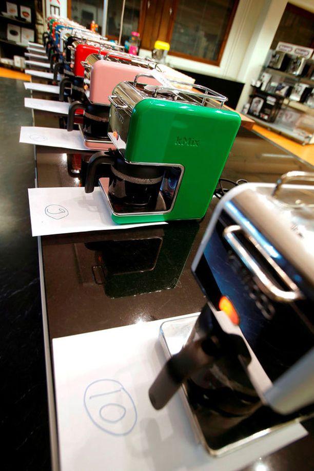 Kahvit keitettiin ohjeiden mukaan ja maisteltiin sokkotestissä, testi järjestettiin Suomen Sähkötuonti Oy:n tiloissa. Kahvit valmistettiin Kenwoodin kMix -kahvinkeittimillä.