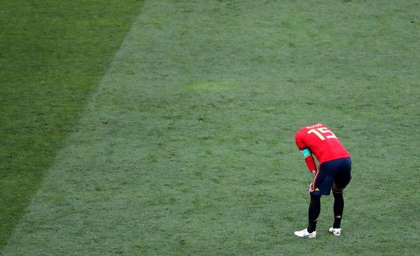 Igor Akinfejevin venytys Iago Aspaksen laukaukseen ratkaisi Ramosin ja Espanjan putoamisen.