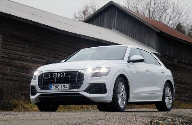 Uljas uusi lippulaiva Audille. Etusäleikön muoto on vahva ja haastava. Ajoautossamme oli alla 21-tuumaiset pyörät.