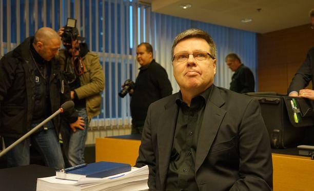 Jari Aarnion mukaan syntyneessä tilanteessa Helsingin poliisilaitos selvitti kolme asiaa: onko Instian toimitusjohtaja nuhteeton, onko hänen setänsä nuhteeton ja onko ex-huumerikollisella tekemistä asian kanssa.