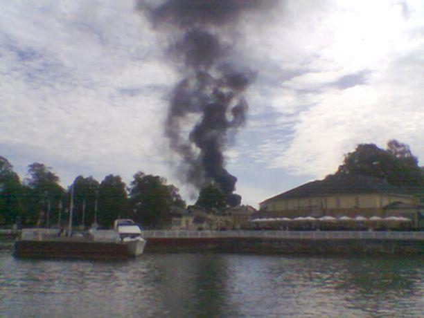 Rengaskasa paloi Naantalin satamassa lauantaina.