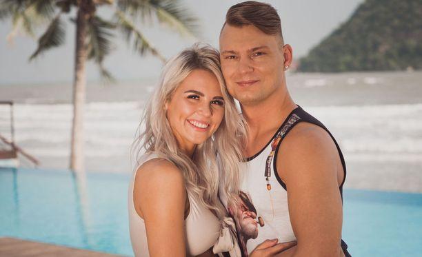 Sekä Dani että Eve olivat aiemmilla kausilla osallistuneet Temptation Islandiin sinkkuina.
