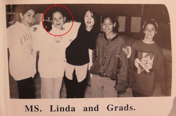 Koulussa Meghan erottui joukosta näyttelijänlahjoillaan. Pidetyn tytön tunnistettava hymy sulatti sydämiä ja lapsena.