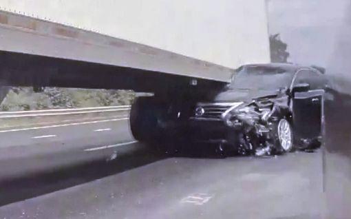 Ylinopeutta ajanut auto murskautui rekan alle USA:ssa – karmea tilanne tallentui autokameraan