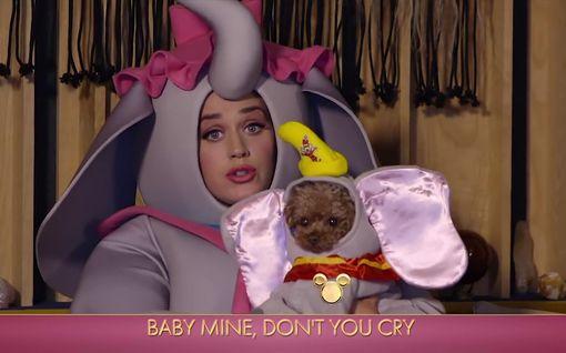 Katy Perry juhli äitienpäivää norsuksi pukeutuneena – jakoi hulvattoman videon vauvastaan
