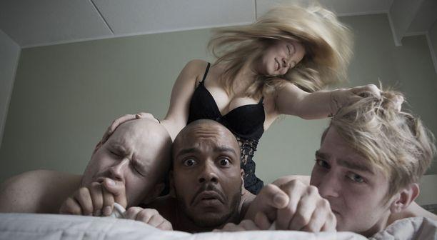 Kolinan mainostetaan hallitsevan etenkin seksi- ja alkoholipainoitteiset sktetsit.