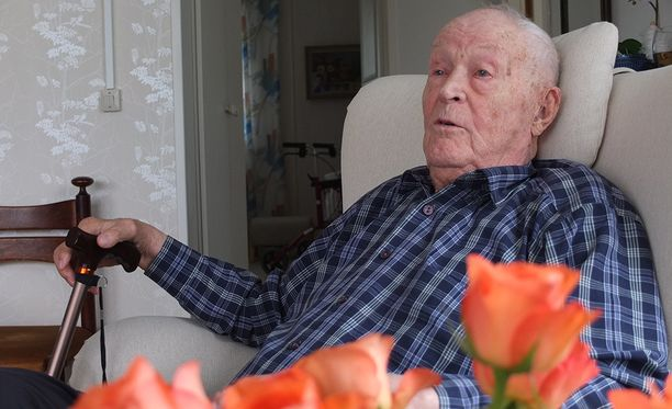 - Meillä oli käsitys isänmaan puolustamisesta, mutta nyt on jotenkin niin toisin, pohtii Jaakko Kontiola, 95.