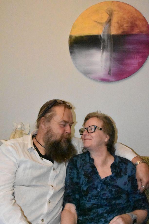 Juuso Juurikkala kertoo, että vaimo on pysynyt positiivisena koko kuntoutusprosessin ajan.