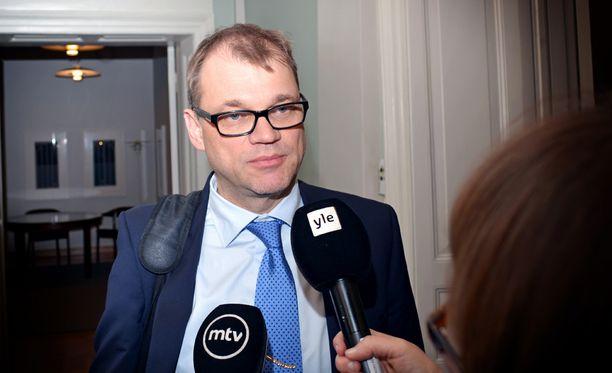"""Juha Sipilän johtamia hallitusneuvotteluja jatketaan """"vaikka koko yö"""", kuvailee yksi neuvottelija Iltalehdelle."""