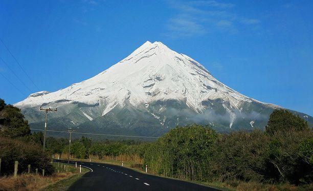 Uuden-Seelannin maorien pyhän vuoren Taranakin huippu on 2 518 metrin korkeudella meren pinnasta.