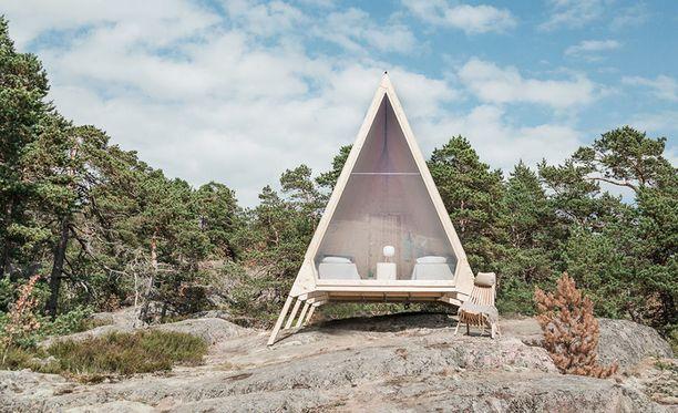 Nolla-mökillä mökkielämä viedään mahdollisimman lähelle nollapäästöjä. Helsingin Kuninkaansaareen rakennettu mökki seisoo sijoillaan syyskuun loppuun saakka.