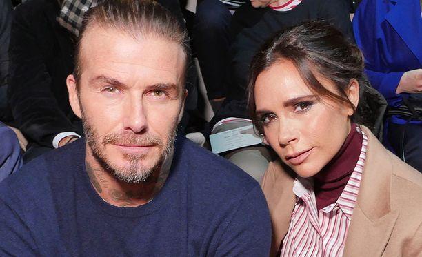 Muotisuunnittelija Victoria Beckham ja hänen aviomiehensä David Beckham vaikuttavat saaneen kutsun prinssi Haaryn häihin.