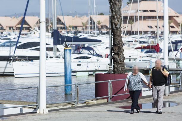 Portugalissa asuu useampi sata suomalaista eläkeläistä. Suomalaisten verovelvollisten kannalta sopimuksen irtisanominen kiristää verotusta.