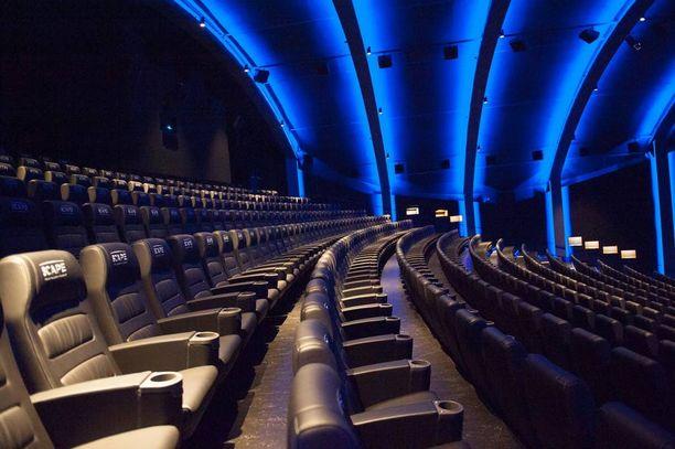 Scape-salin tunnelmavalaistus vaihtaa väriä. Elokuvan aikana led-valot eivät ole päällä.