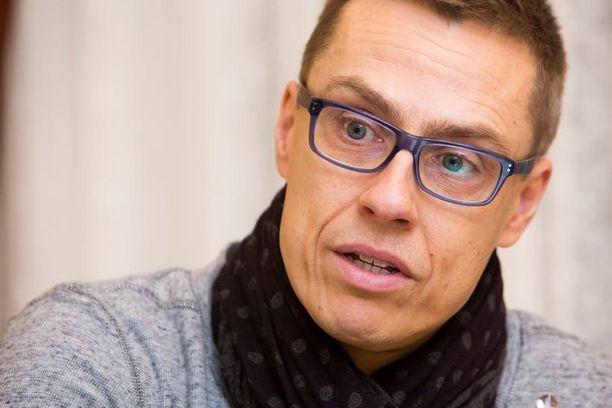 Pääministeri Alexander Stubb (kok) sanoo olleensa yhteydessä useisiin järkyttyneisiin ranskalaisystäviinsä.