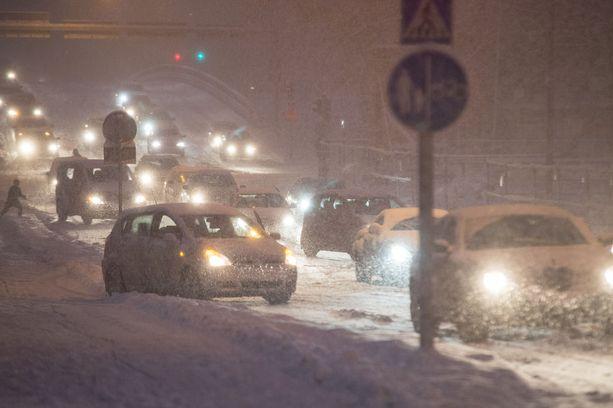 Lumipyry haittaa ennusteen mukaan liikennettä torstaina.