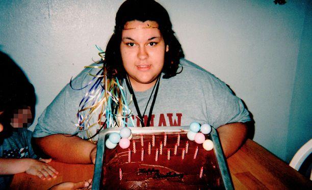 Monica oli ylipainoinen jo lapsena. Tässä kuva 17-vuotissyntymäpäiviltä.
