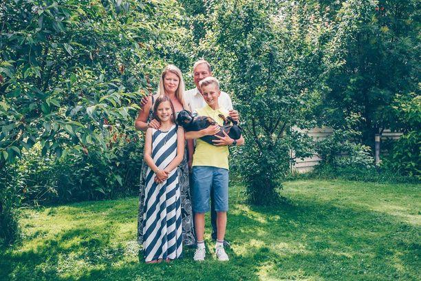 Koskirannan perhe ajoi peurakolarin sunnuntain ja maanantain välisenä yönä. Perheen äiti Johanna Koskiranta on pitänyt blogia seitsemän vuotta. Hän on pohtinut myös siellä tapahtunutta.