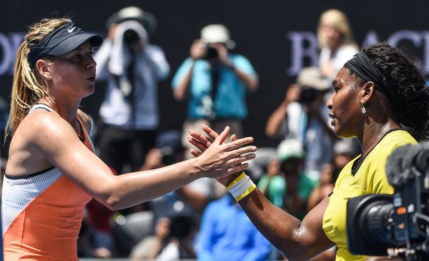Maria Sharapovan ja Serena Williamsin maanantain kohtaamisessa piisaa jännitettä.