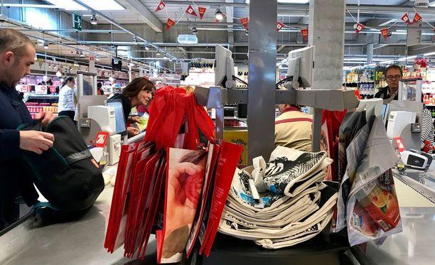 Brysseliläisten supermarkettien kassoilla myydään nykyään monikäyttöisiä kauppakasseja. Kaupoilla on syyskuu aikaa päästä eroon viimeisistäkin varastoissa olevista muovikasseista.