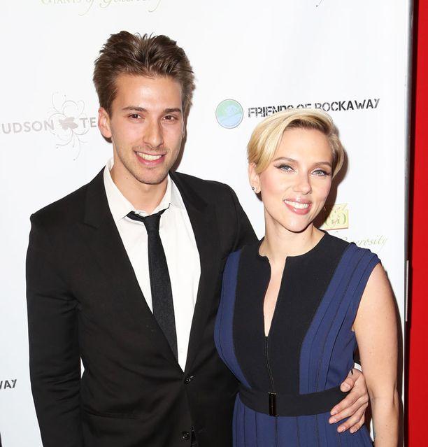 29-vuotiaat Hunter ja Scarlett Johansson ovat kasvaneet New Yorkissa.