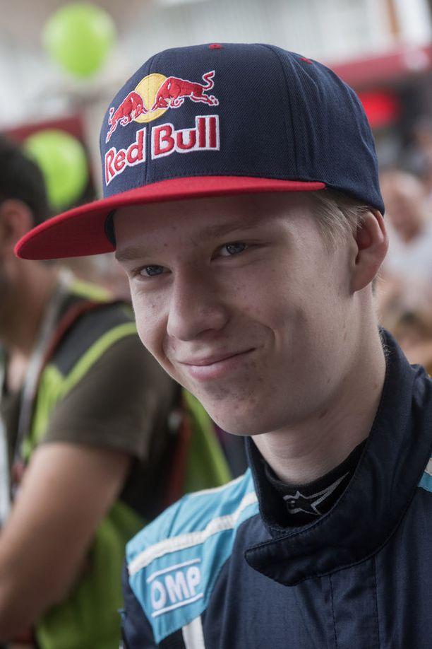Superlupaus Kalle Rovanperä, 17, saa poikkeuksellisen kovia sponsorituloja peruspalkkansa päälle.