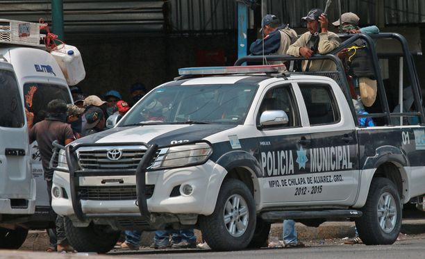 Guerreron huumesota on johtanut siihen, että turvallisuudesta huolestuneet siviilitkin ovat lähteneet kaduille aseiden kanssa.