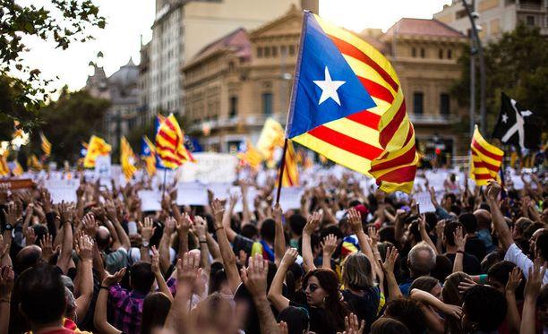 Lauantaina Barcelonassa liki puoli miljoonaa ihmistä kerääntyi osoittamaan mieltään Espanjan keskushallintoa ja sen toimia vastaan.