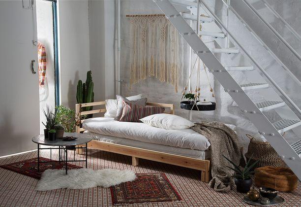 Huone on rauhallinen yhtenäisen värimaailmansa vuoksi.