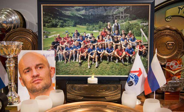 Lokomotiv Jaroslavlista otettiin iloinen valokuva Sveitsin vuoristossa. Se jäi viimeiseksi kuvaksi joukkueesta.