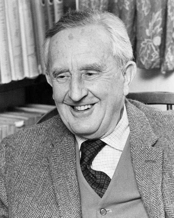 Englantilainen J.R.R. Tolkien on 1900-luvun tunnetuimpia kirjailijoita.