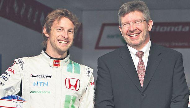 LUOTTOA Ross Brawn (oik.) on palauttanut hymyn Jenson Buttonin huulille.