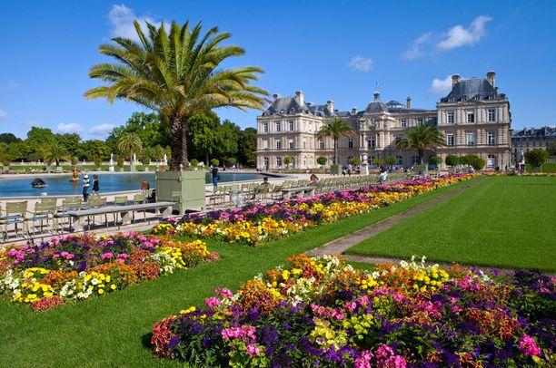 Luxembourgin kuuluisa puisto Pariisissa.