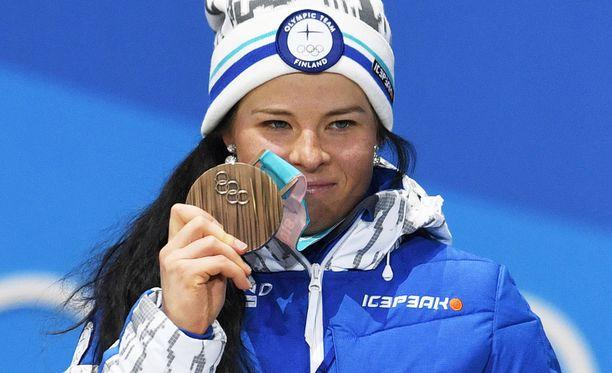 Krista Pärmäkoski hiihti nousujohteisesti ja nappasi olympiapronssia vapaan kympiltä.