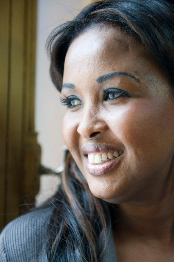 Vuoden pakolaisnaiseksi vuonna 2011 valittu Saido Mohamed vetäytyi kuntavaaleista sen jälkeen, kun hänen siskonsa sai tuomion törkeästä petoksesta.