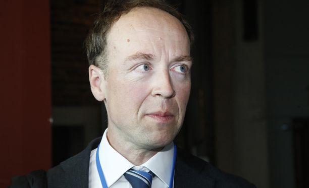 - Kaikkia turvapaikanhakijoita ei ohjaa Suomeen inhimillinen hätä ja vaino vaan Suomen liberaalit käytännöt kansainvälisen suojelun myöntämisessä ja perheenyhdistämisissä sekä anteliaat sosiaalietuisuudet, Jussi Halla-aho sanoo.