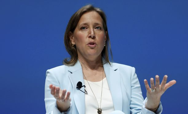 Youtuben toimitusjohtaja Susan Wojcicki antaa EU:lle risuja.