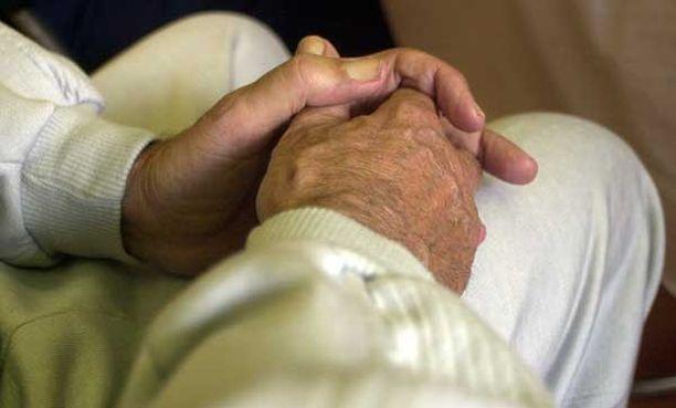 Suomalaistutkimuksen mukaan helsinkiläisissä vanhainkodeissa asuvat saavat keskimäärin kahdeksaa lääkettä päivässä.