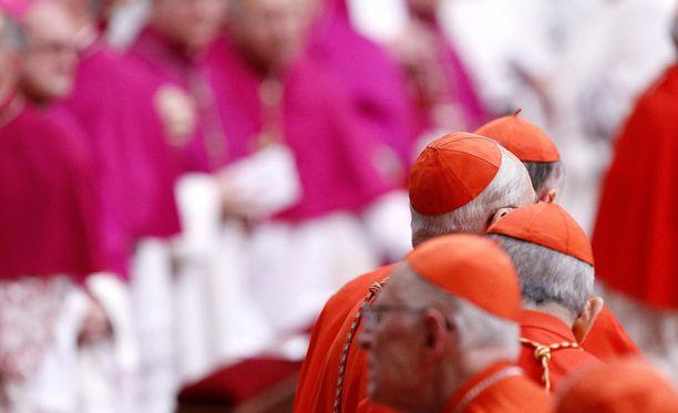 Vatikaanin henkilöstöä iltajumalanpalveluksessa marraskuussa.