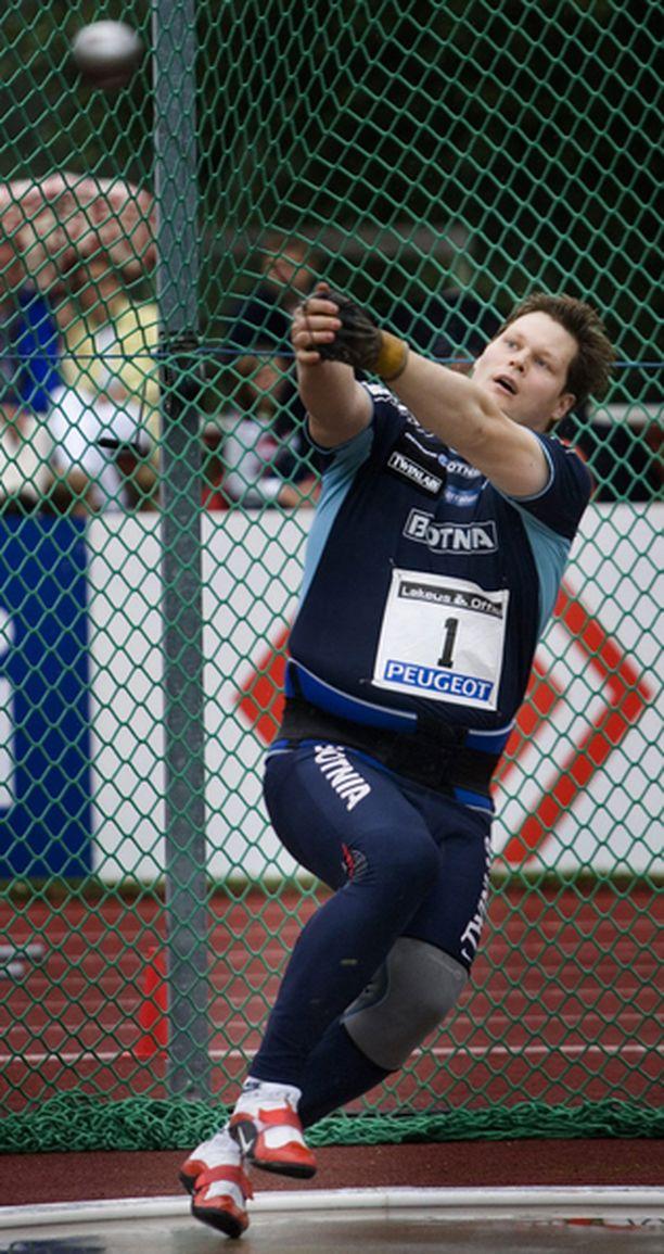 Olli-Pekka Karjalainen tavoittelee olympialaisten A-rajaa viikonloppuna Kaustisilla.