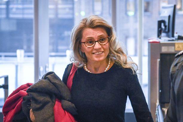 Kansanedustaja, ex-sisäministeri Päivi Räsänen (kd) saapumassa oikeustaloon 26.11.2018. Häntä kuultiin todistajana poliisijohdon virkarikoskäräjillä.