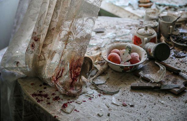 Yksittäisen uutiskuvan ykköspaikan nappasi venäläinen Sergei Ilnitsky kuvalla, jossa on pommituksen kohteeksi joutuneen talon keittiö Ukrainan Donetskissa.