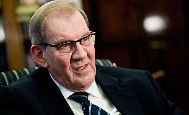- Kysymys on pitkälti siitä, säilyykö Mäntylän luottamus hänen omassa ryhmässään, Tiitinen arvioi.
