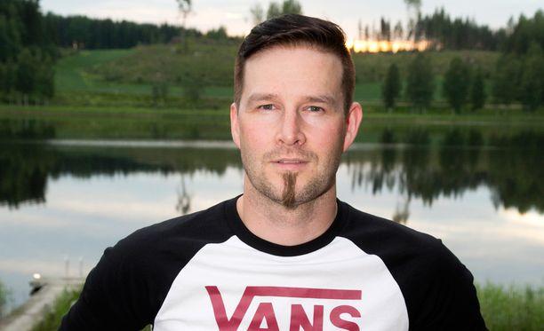 """Ville """"Darude"""" Virtanen kertoo tehneensä viime kuukausina live stream –lähetyksiä, joissa ihmiset ovat päässeet katsomaan hänen biisintekoprosessiaan."""