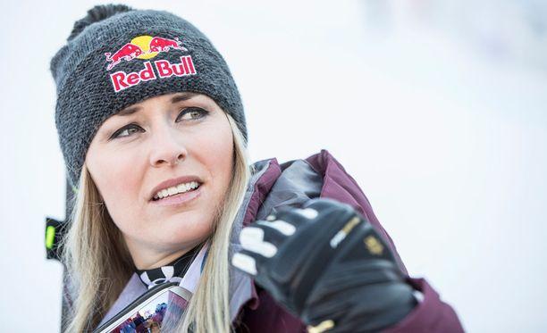Lindsey Vonn saa olympialaisiin lämmittimellä varustetun toppatakin.