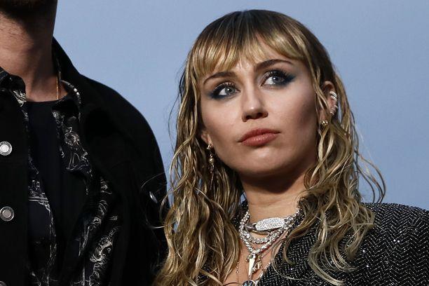 Miley Cyrusilla on elämässään ollut haasteita päihteiden käytön kanssa.